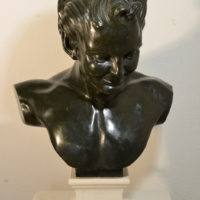 Le Faune - Plâtre et pierre de Lavoux. -Patine effet bronze aux ocres - (Faune : 30 x 56 x 18cm – Piédouche : 12,5 x 16 x 16cm)